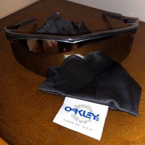 OAKLEY Sunglasses with Oakley Pouch